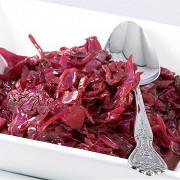 Салат из красной капусты с заправкой из тмина