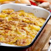 Картофель в духовке с яйцами и мускатным орехом