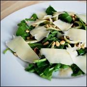 Салат с рукколой и пармезаном