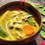 Кокосовый сыроедческий карри суп
