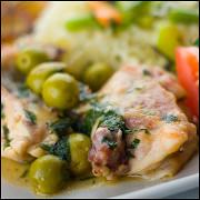Тушеная курица с фенхелем и оливками
