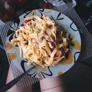 Спагетти с лососем и спаржей в сливочном соусе