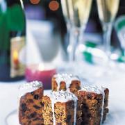 Креольский рождественский пирог с фруктами и виски