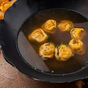 Мясной суп с тортелинни от шеф-повара ресторана