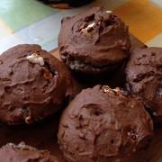 Шоколадные маффины из гречневой муки с бананами