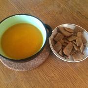 Морковный суп с луком и имбирем