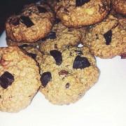 Овсяное печенье с шоколадом и сухофруктами