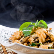 Куриное филе с базиликом и соевым соусом