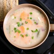 Легкий куриный суп с зеленью