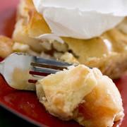 Ореховый пирог с корицей, имбирем и ванильно-сливочным кремом