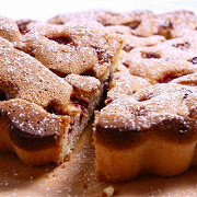 Пирог с малиной и фисташками