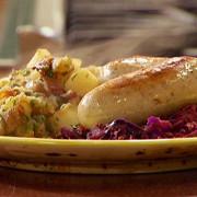 Тушеные мюнхенские колбаски с картофелем в немецком стиле