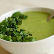 Суп-крем из шпината и щавеля с авокадо