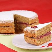 Тирольский пирог из гречневой муки с красной смородиной