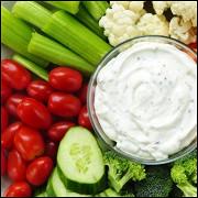 Свежие овощи с чесночным соусом