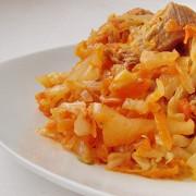 Тушеное мясо с картофелем и капустой