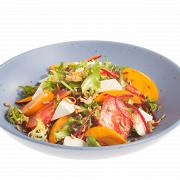 Салат с хурмой, свежими овощами и козьим сыром