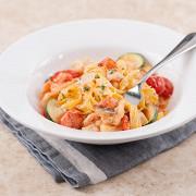 Тальятелле с креветками и цукини в сливочно-томатном соусе
