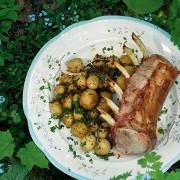 Ариста из свиной корейки с молодой картошкой и травами