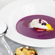 Суп из краснокочанной капусты с яйцом пашот и копченой уткой