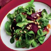 Сашими из свеклы с салатом корн и медово-горчичной заправкой