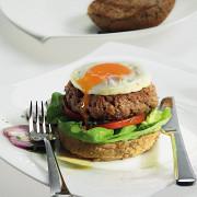 Гамбургер с соусом тартар