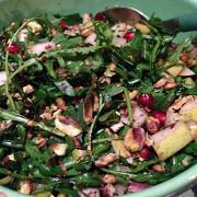 Салат с рукколой, грушей и фетой