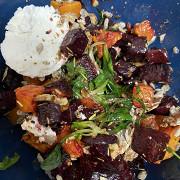 Теплый салат с козьим сыром