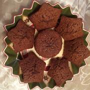 Шоколадные маффины с маленькими кусочками  шоколада