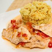 Куриная грудка с гарниром из риса карри