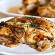 Куриное филе, фаршированное грибами и сыром