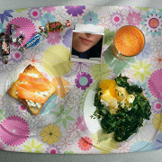 Яйцо пашот с голландским соусом и шпинатом