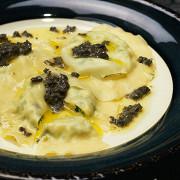 Равиоли с перепелиными яйцами и трюфельным маслом