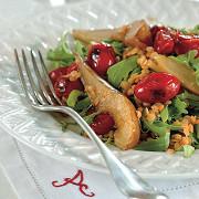 Теплый салат из чечевицы с грушей и печеными томатами
