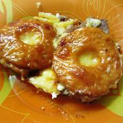 Свинина, запеченная с ананасами и сыром