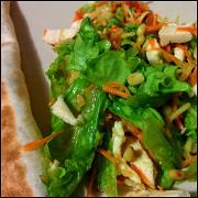 Салат с куриной грудкой, рукколой и апельсином