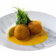 Котлеты по-киевски из перепелки с тыквенным соусом и картофельным пюре
