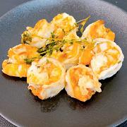 Креветки, жаренные в чесночном масле с тимьяном