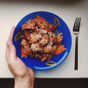 Куриное филе в соусе терияки и овощами