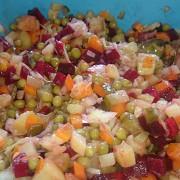 Винегрет из запеченных овощей с квашеной капустой