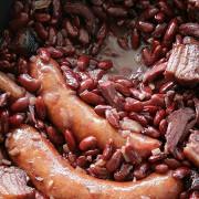 Тушеная фасоль с домашней колбасой