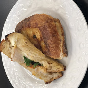 Горячий сэндвич с куриным филе, томатами и сыром