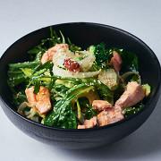 Овощной салат с лососем