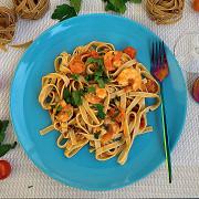 Тальятелле в томатном соусе с креветками