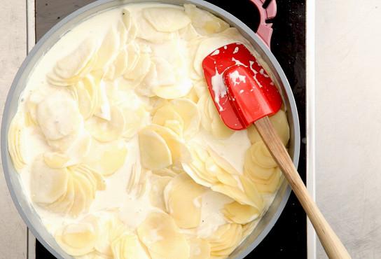 Фото приготовления рецепта: Гратен дофинуа - шаг 3