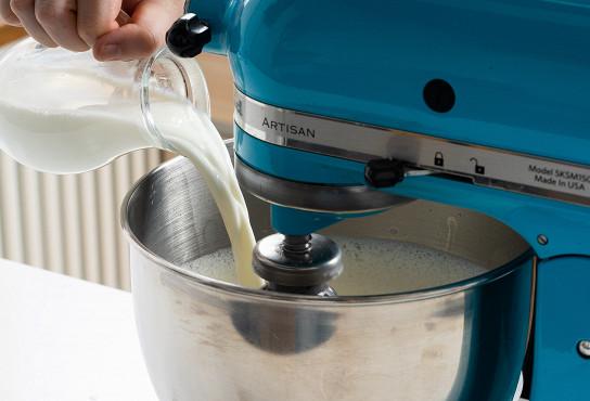 Фото приготовления рецепта: Блины с фетой и зеленым луком - шаг 3