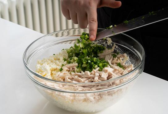 Фото приготовления рецепта: Блины с фетой и зеленым луком - шаг 9