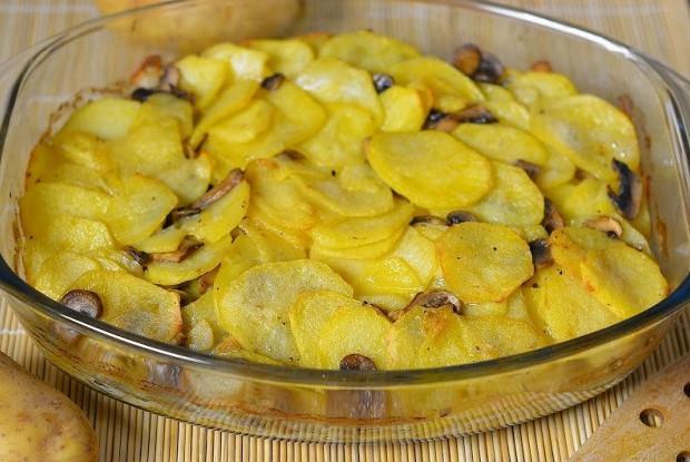 Постный картофель с шампиньонами в духовке