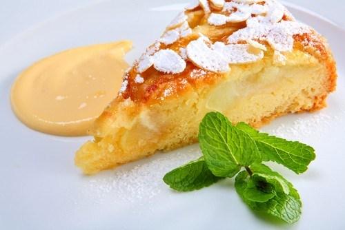 Миндальный пирог с персиками