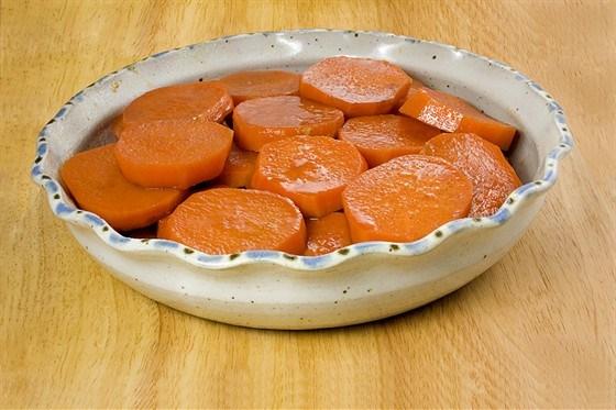 Карамелизованный сладкий картофель с патокой и черным кунжутом